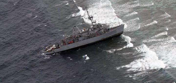 USS Guardian on Tubbataha Reef