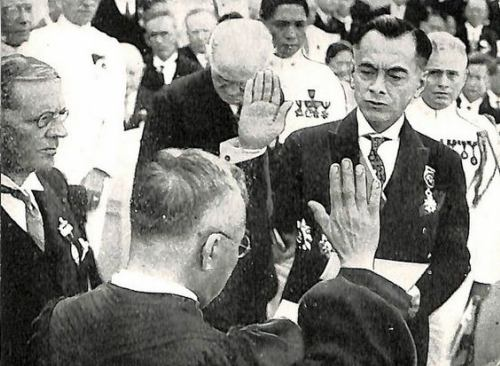 Manuel L. Quezon takes oath of office as the first Philippine President